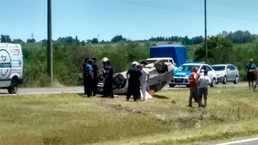 Un hombre falleció tras volcar su automóvil cuando se dirigía hacia su trabajo