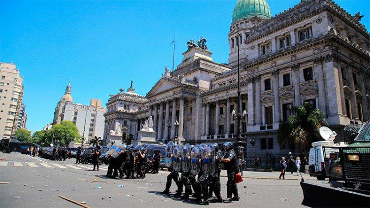 Levantan la sesión en Diputados tras el escándalo e incidentes en el Congreso