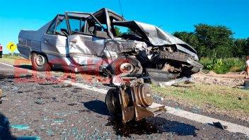 Violento choque en el Acceso Norte: Dos autos destrozados