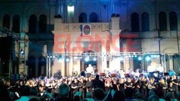 Coros y Banda de Música de la Policía interpretaron