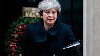 Dos renuncias en Reino Unido hacen tambalear al gobierno de Theresa May