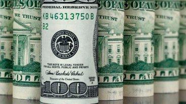 El dólar bajó quince centavos en el inicio de la semana y perforó los $ 25