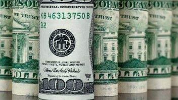 El dólar registra otra fuerte suba y llega a su nuevo récord histórico