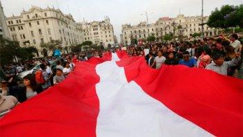 Miles de peruanos marchan contra el indulto a Alberto Fujimori