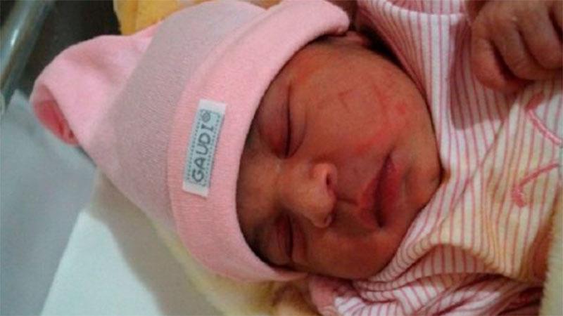 Elif Karimé pesó de 3.300 kg y nació por cesárea a las 3.40hs.