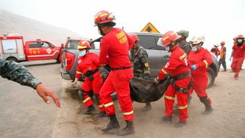Asciende a 51 la cantidad de muertos por el colectivo que se desbarrancó en Perú