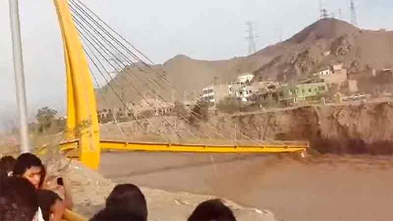 Reportan diez desaparecidos por colapso de puente en Perú