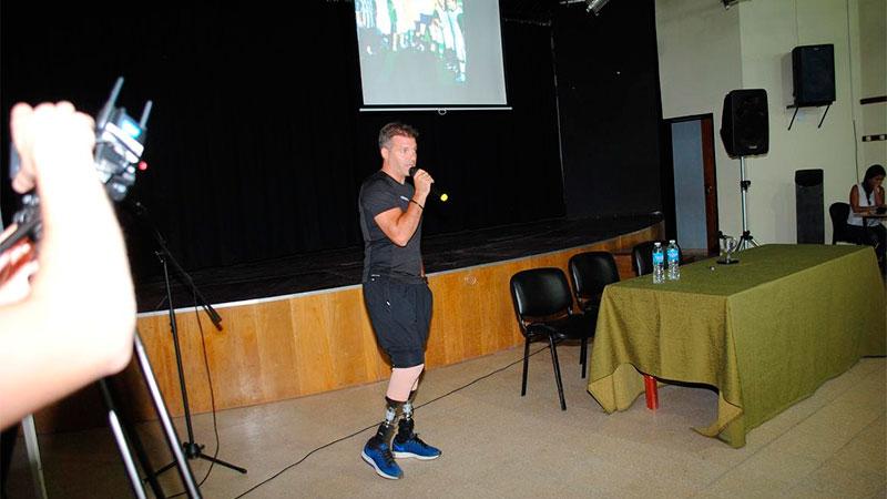 Pablo Giesenow brindó una charla motivacional en Villa Elisa
