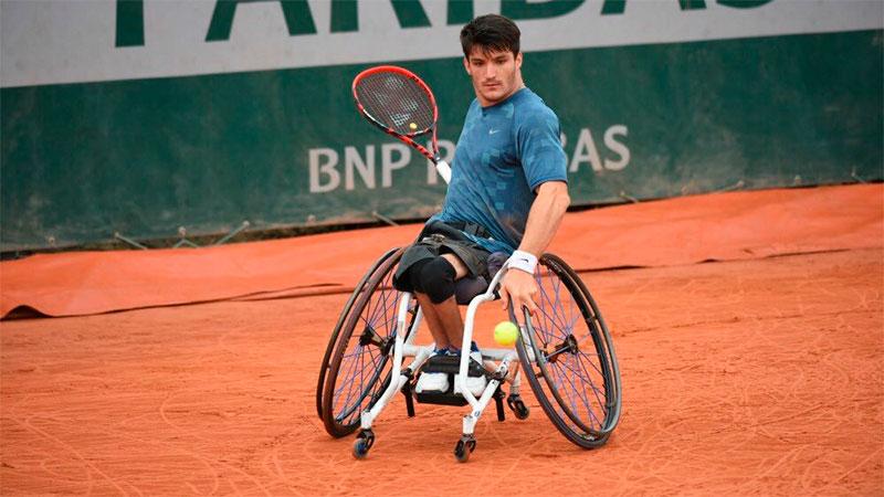 Una aerolínea perdió la silla de ruedas de Gustavo Fernández — Increíble
