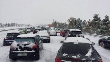 La ola polar llega a España: automovilistas quedaron atrapados en la nieve