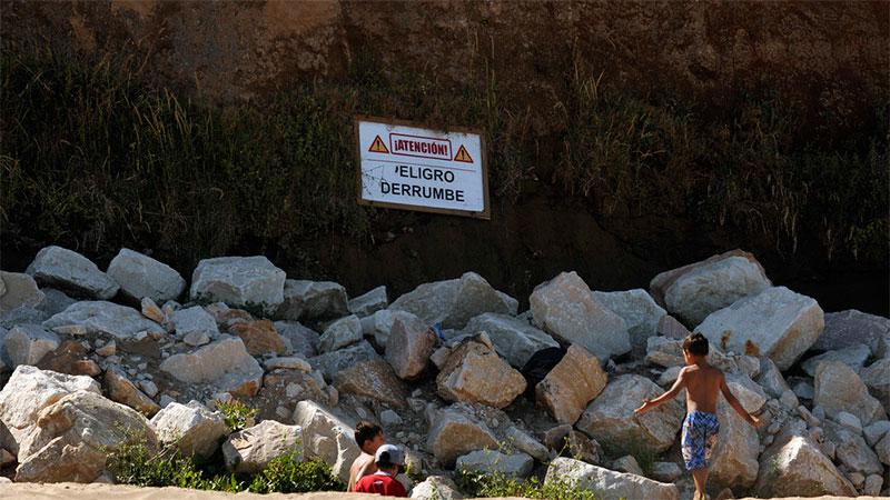Una niña murió tras desmoronarse un acantilado en Mar del Plata