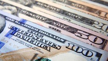 El dólar subió 14 centavos y cerró en $19,19
