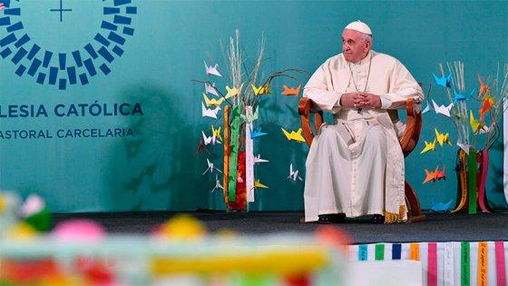 El Papa visitó una cárcel de mujeres en Chile y pidió