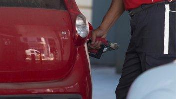 Confirman un aumento adicional de combustibles por la reforma tributaria