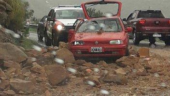 Derrumbe y heridos en Altas Cumbres de Córdoba: Rocas aplastaron un auto