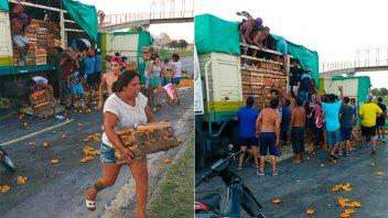 Un camión con naranjas volcó en la ruta y la gente se las llevaba en cajones