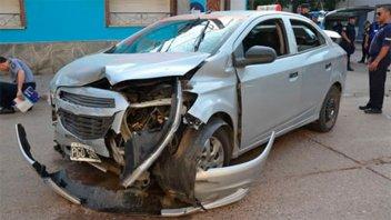 Conductor alcoholizado evadió un control  y provocó un choque