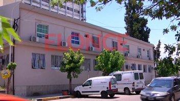 Empleado habría filmado a más de 30 personas en un baño del hospital San Roque