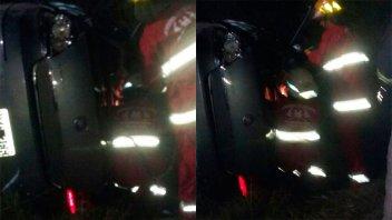 Cuatro personas fueron hospitalizadas tras el vuelco de un auto