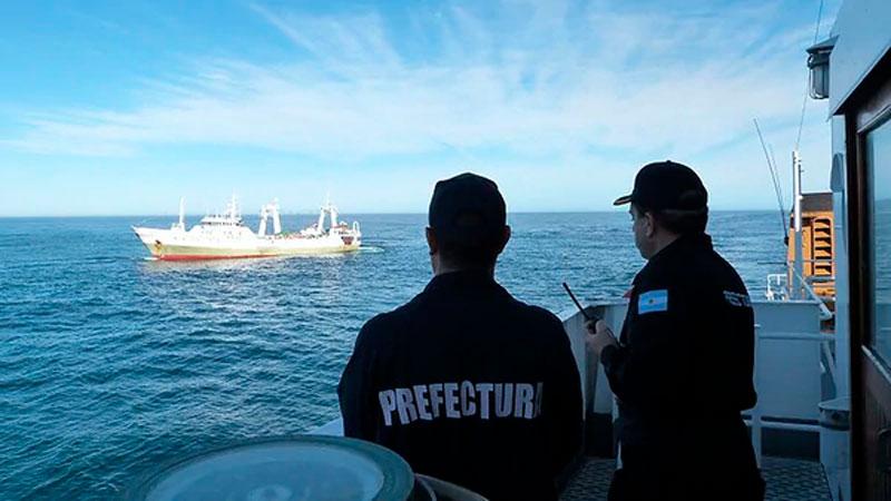 El buque que pescaba ilegalmente quedará amarrado en el puerto