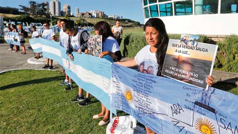 Familiares se reunieron ayer en la Base Naval Mar del Plata.