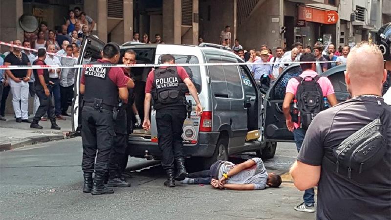 Robo y feroz tiroteo en Tribunales: hay detenidos y tres heridos