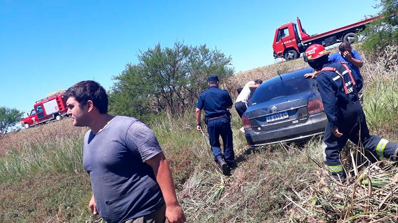 Solo el conductor de la camioneta volcada sufrió lesiones leves