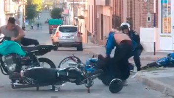 Detuvieron a los motociclistas que agredieron a dos policías en Victoria