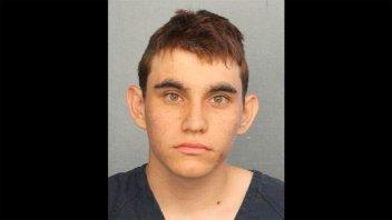 Investigaron al autor de la masacre de Florida por mostrar cómo se autoflagelaba