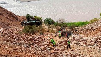 Ascienden a 44 los muertos por el colectivo que cayó a un abismo en Perú