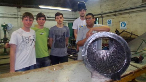 Estudiantes fabricaron una despalilladora de uvas para un viñedo entrerriano