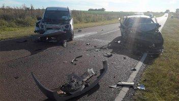 Fotos: Cuatro heridos tras un choque frontal entre dos autos en la Ruta 131