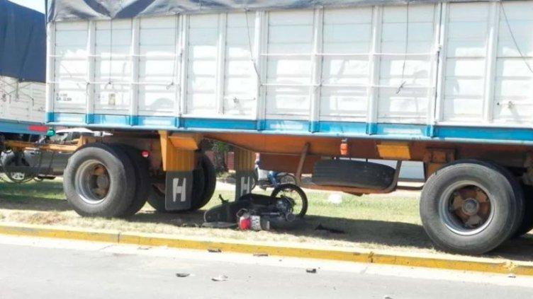 Motociclista falleció tras chocar contra un camión