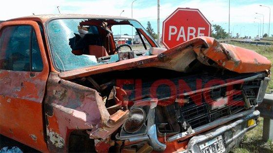 Fuerte choque en ingreso a San Benito: la camioneta se habría quedado sin frenos
