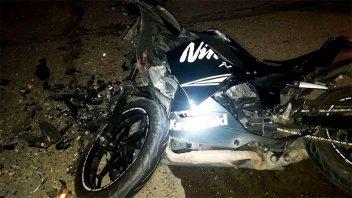 Falleció el hombre que había chocado su moto contra un auto mal estacionado