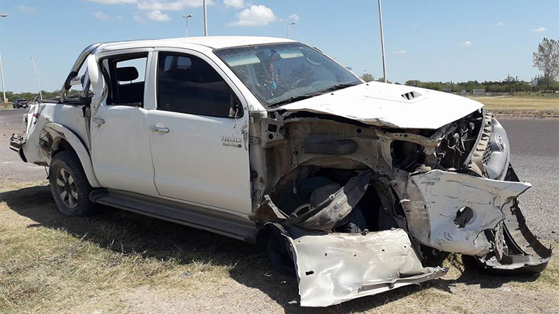 La camioneta quedó destrozada tras el impacto