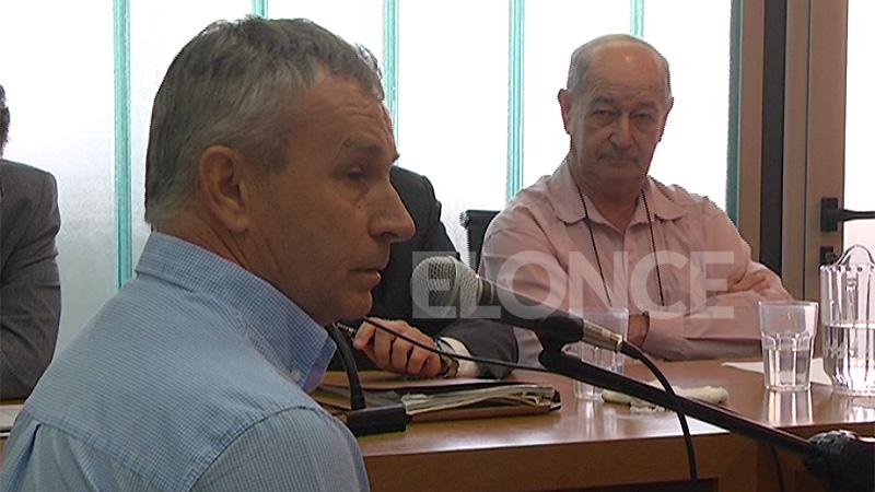 El actual intendente, Arsenio Ortman, declara ante la mirada del imputado.