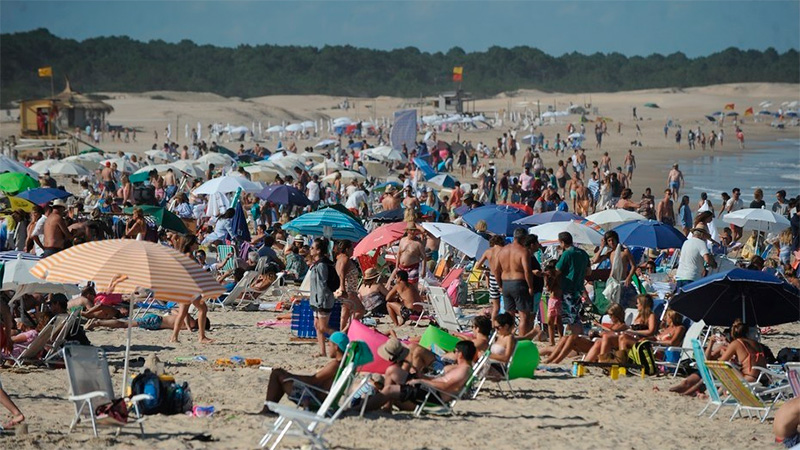 Devolución de IVA a turistas locales y extranjeros seguirá todo el año
