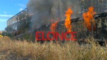 Incendiaron vagón abandonado del ferrocarril: Bomberos tuvieron arduo trabajo