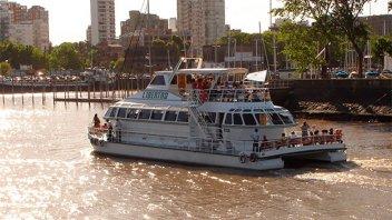 Lo buscan con 14 barcos pero no logran hallar al chico que se tiró al río Luján