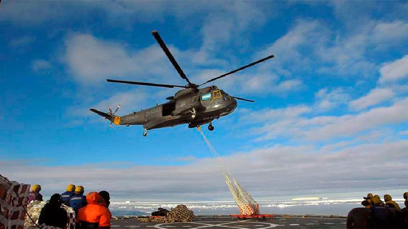 El Irízar, con sus helicópteros, logró retirar el campamento de científicos