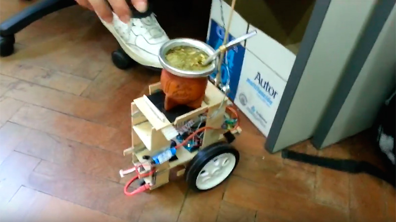 Un invento bien argentino: conocé al robot repartidor de mate