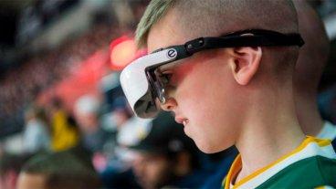 Niño ciego de nacimiento pudo ver la NBA: un jugador le donó anteojos especiales