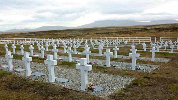 Histórico viaje a Malvinas para homenajear a los 90 soldados identificados
