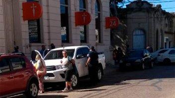 Dejó 300.000 pesos en la camioneta y se los robaron