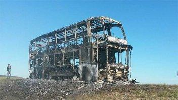 Otro colectivo se prendió fuego mientras circulaba por la ruta 14