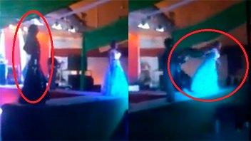Video: Salió segunda en un concurso y tiró a la ganadora del escenario