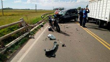 Violento accidente en la ruta 11: chocó el guardarrail y la baranda del puente
