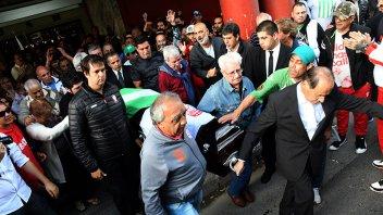 El adiós al ídolo de Huracán: Cientos de hinchas despidieron a René Houseman