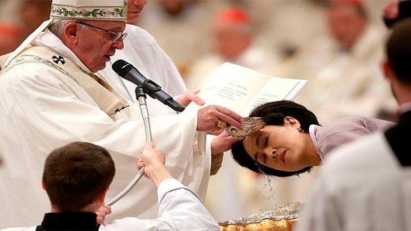 Arzobispo Primado Carlos Aguiar celebra Misa Vigilia Pascual — CDMX